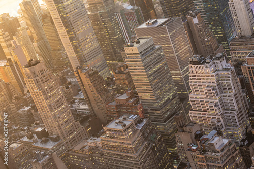 Foto op Plexiglas New York City Aerial view of New York City skyline with Manhattan midtown urban skyscrapers at dramatic after the storm sunset, USA.