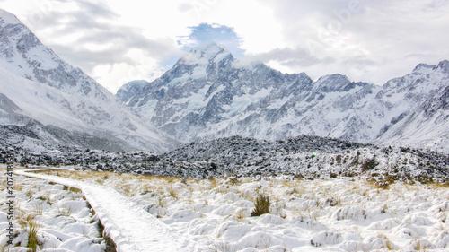 winter-wonderland-mount-cook-nowa-zelandia