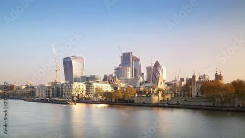 Obraz na płótnie City of London cityscape w słoneczny poranek.