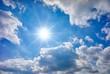 canvas print picture - Blauer Himmel mit Sonne und Wolken