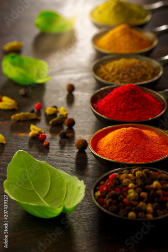 Keuken foto achterwand Kruiden Wooden table of colorful spices