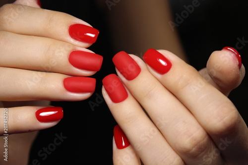Fotografia beautiful red nails