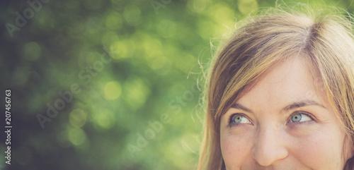 Fotografía  Junges Mädchen, Augen, neugieriger Blick
