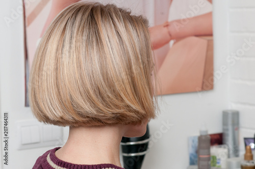 Fotomural hairstyle a short bean on a blonde girl in a beauty salon
