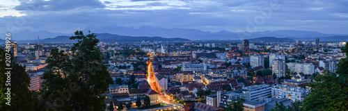 Papiers peints Paris Ljubljana, Slovenia - May 20, 2018: Evening view on Ljubljana old town and city center from Ljubljana Castle, Slovenia. Alps and Ljubljana.