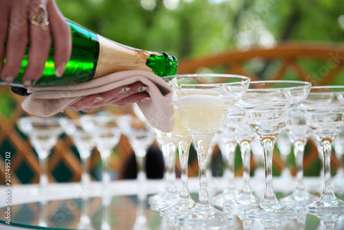 In de dag Buffet, Bar Festive table setting wineglasses with champagne
