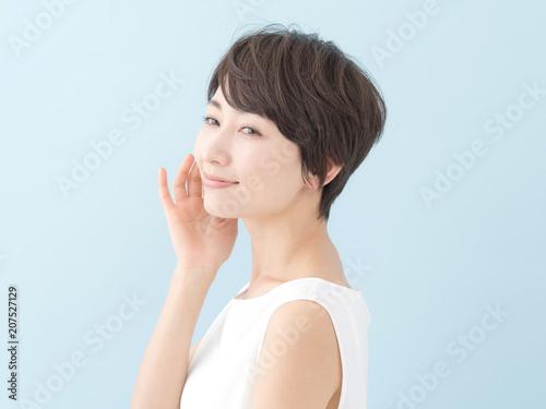 Photo  女性・ブルーバック
