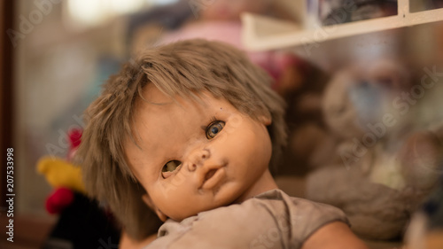 Fotografie, Tablou Old and creepy one-eyed baby doll