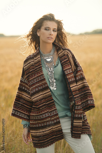Poster Gypsy fashion girl in field