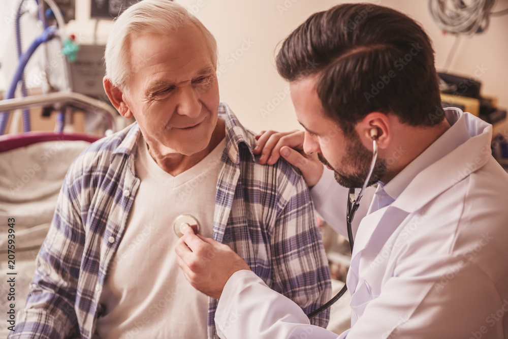 Fototapety, obrazy: Old man and doctor