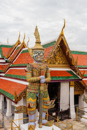 Staande foto Bedehuis Temple of the Emerald Buddha is Wat Phra Kaew or Wat Phra Si Rattana Satsadaram. It is regarded as the most sacred Buddhist temple (wat) in Thailand.