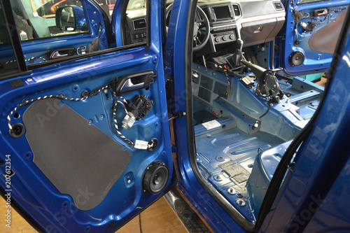 Valokuva  Tuning the car in a pickup truck body with three layers of noise insulation on the floor, under the seats, doors and on the rear wall