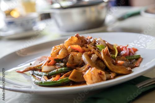Fotografia  Vietnamesische Garnelen mit Gemüse Szechuan Art im Restaurant