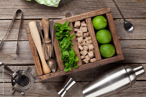 Staande foto Cocktail Mojito cocktail ingredients box