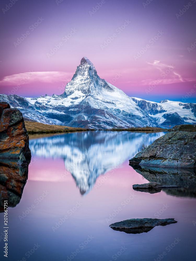 Fototapety, obrazy: Matterhorn und Stellisee bei Zermatt in der Schweiz