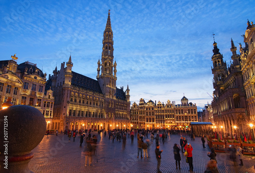 Papiers peints Bruxelles The Grand place (Grote Markt) is the central square of medieval Brussels. Beautiful view during sunset at spring. The Grand place is one of the world's most beautiful squares. Belgium. Brussels