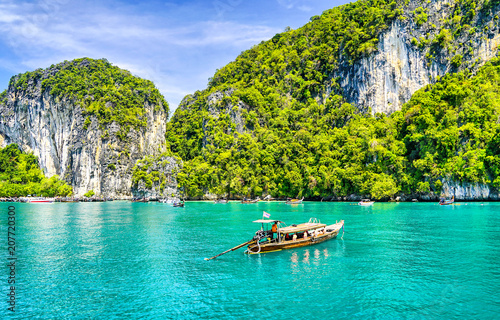 Staande foto Eiland Phuket sea boat island landscape