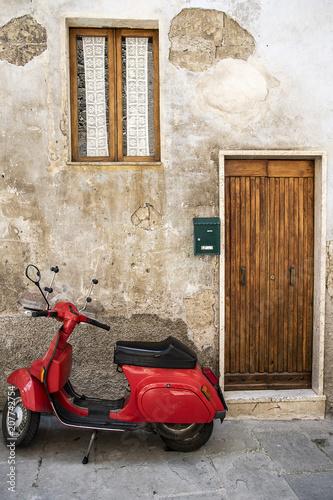 Fototapety, obrazy: Scooter rosso in strada