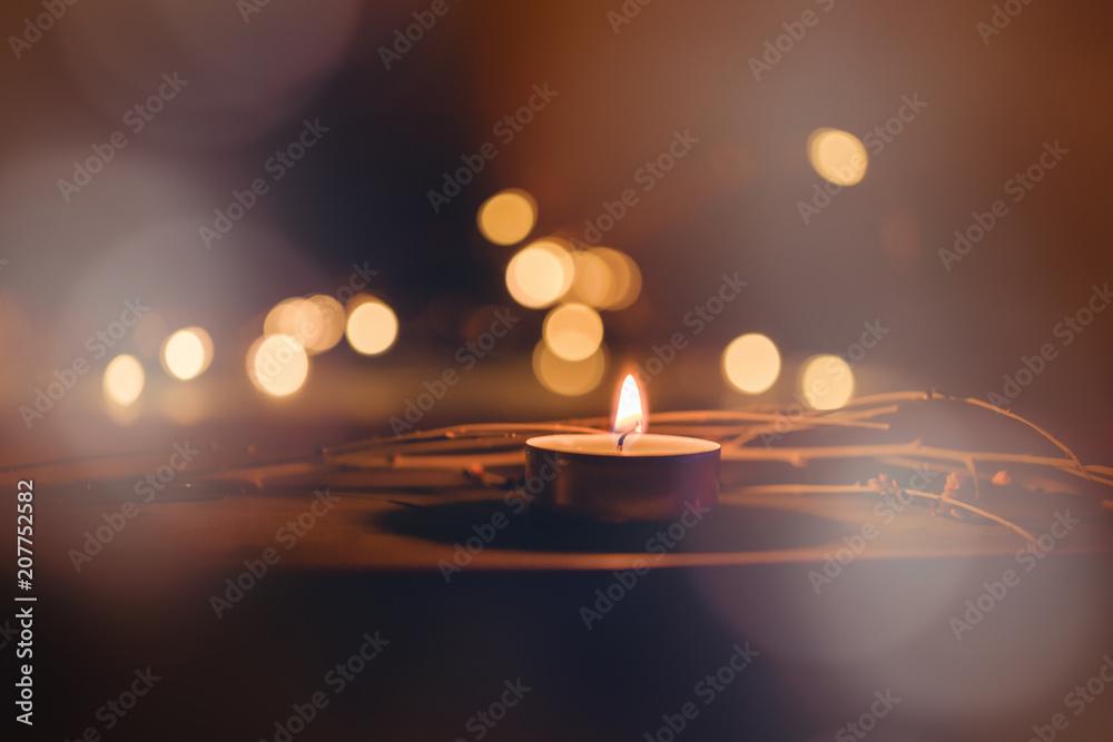 Fototapeta Teelicht in der Dunkelheit