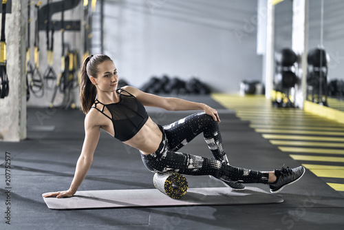 Deurstickers Fitness Sportive girl training in gym