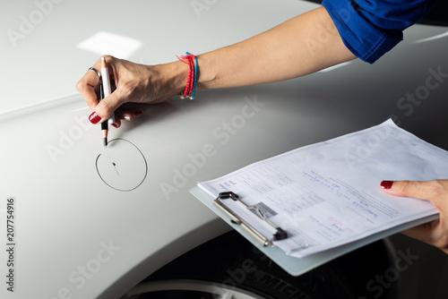 Obraz na plátně  Auto body repair series: Circling scratch on car fender