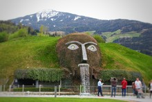 Monster Giant Head Fountain Sp...