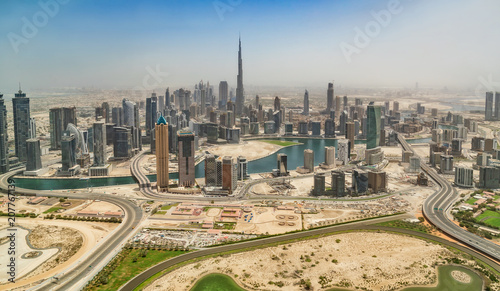Fototapeta Widok z lotu ptaka Dubaj śródmieście, panoramiczny widok od samolotowego okno.