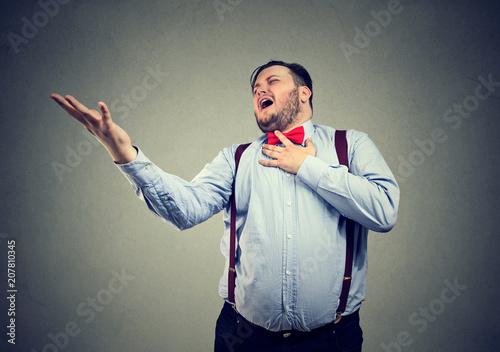 Fotografie, Obraz  Chubby man singing sad opera