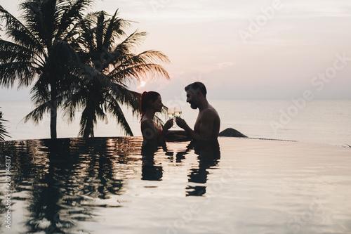 Slika na platnu Couple enjoying a romantic sunset