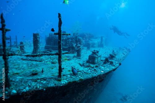 Photo Stands Shipwreck Scuba diver underwater shipwreck