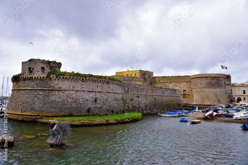 Foto auf Gartenposter Stadt am Wasser Angioino Aragonese castle of Gallipoli, Salento, Italy