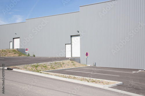 Staande foto Industrial geb. modern exterior of an grey industrial building