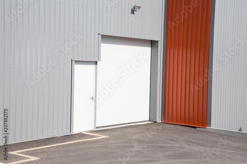 Staande foto Industrial geb. silver Commercial Property industrial units door