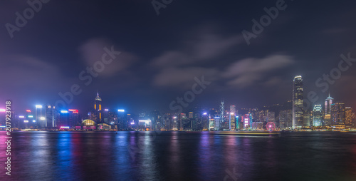 Tuinposter Aziatische Plekken Panoramic view of Hong Kong city skyline at night