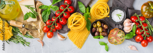 Valokuva Italian food ingredients with pasta, tomatoes, cheese, olive oil, basil