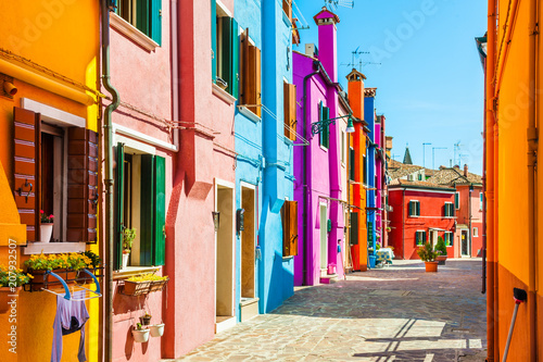 Fotomural  Colorful houses in Burano, Venice, Italy