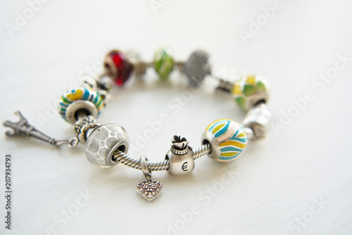 Fotografía  Bracelet with many accessories, luck, money, an owl