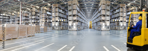 Fotomural  Huge distribution warehouse with high shelves