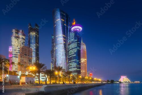 Keuken foto achterwand Historisch geb. View of park and building in Doha City Center