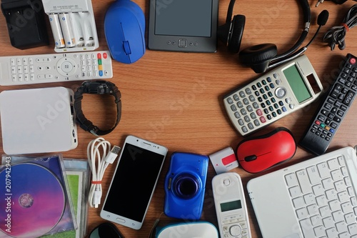 Used modern Electronic gadgets for daily use on wooden floor, Reuse and Recycle Tapéta, Fotótapéta