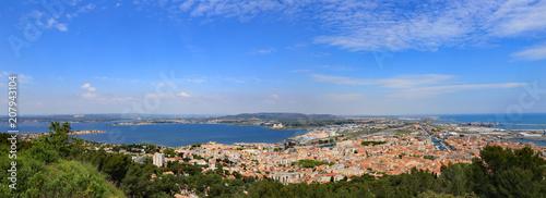 Panorama du port et de l'étang de thau de la ville de Sète #207943104
