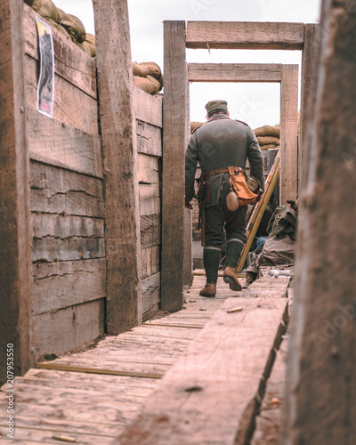 Aluminium Prints Africa Trench Battle with man