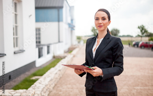 Real estate agent in front of house for sale ready to presenting offer, copy spa Fototapete
