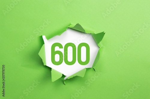Fotografía  gruene Nummer 600 auf gruenem Papier