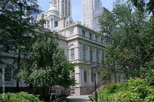 New York City Hall and surrounding garden Fototapeta