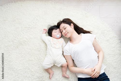 Fotografie, Obraz  赤ちゃんとお母さん、寝る、添い寝、昼寝