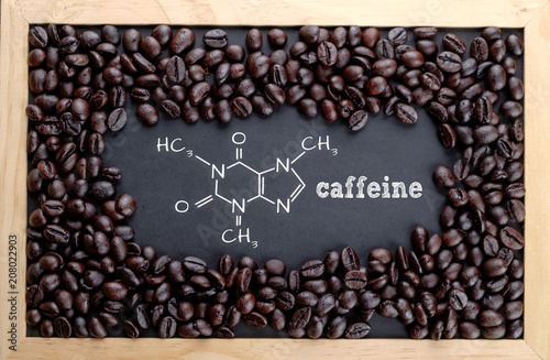 Photographie Caffeine chemical formula on chalkboard with coffee beans