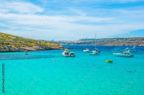 In de dag Groene koraal Tourist boats are anchoring near comino island, Malta