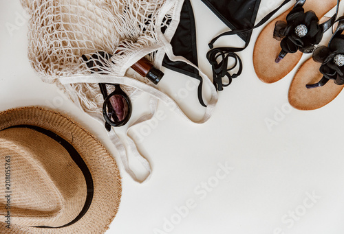 Fotografía  Summer beach accessories on pastel background