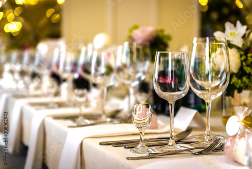 Fototapeta Zastawa stołowa, kieliszki, catering obraz